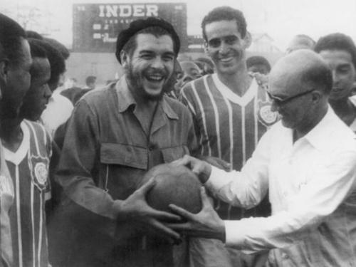 «Το ποδόσφαιρο δεν είναι ένα απλό παιχνίδι. Είναι κι ένα όπλο της Επανάστασης». Το Sport-Retro.gr για τον Ερνέστο «Τσε» Γκεβάρα