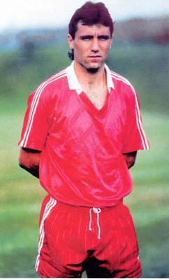 Ο Χρίστο Στόιτσκοφ τιμωρήθηκε με ισόβιο αποκλεισμό στον πρώτο τίτλο της  καριέρας του - Sport-Retro.gr